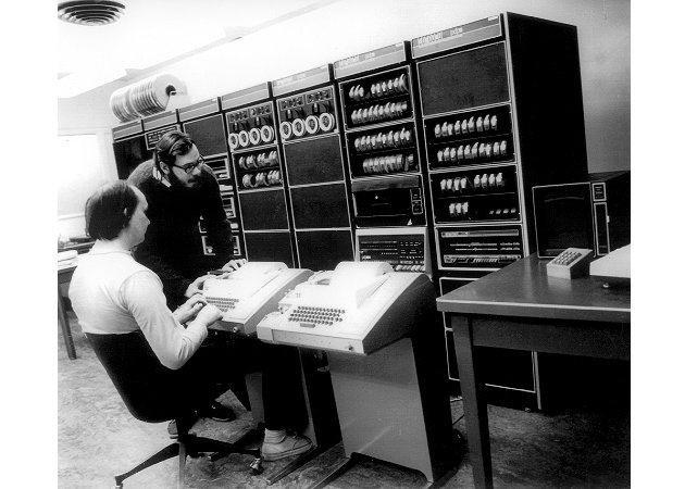 Dennis Ritchie y Ken Thompson en una terminal UNIX