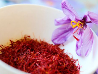 7 Health Benefits of Saffron & How to use it