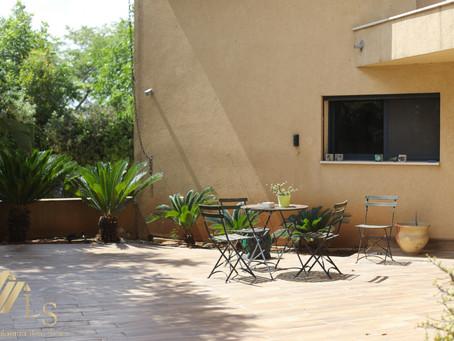 בבלעדיות \ במיקום הכי טוב בפרדס חנה המקסימה מוצעת למכירה וילה בת שלוש קומות