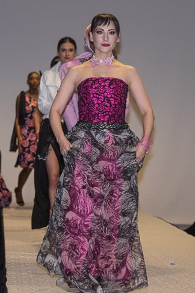 Strapless Gown made of Guipure Lace