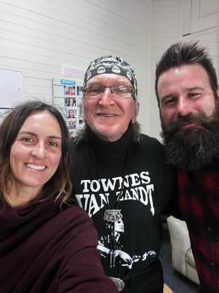The Waifs pay Texas Dave a visit on air at 2EAR FM
