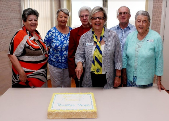 Cutting the cake (L to R): Maureen Kinross, Colleen Connell, Val Leek, Marg Goodwin, Phil Marley, Fay Ashcroft.
