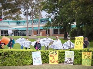 The future we want, we must demand! Eurobodalla locals join in Fund Our Future, Not Gas