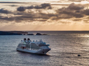 Seabourn Encore weighs anchor and departs due to swells