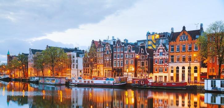 Hollanda'nın başkenti Amsterdam'da üniversite eğitimi