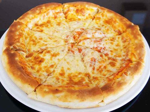"""Пицца """"Сырная"""" на традиционном тесте"""