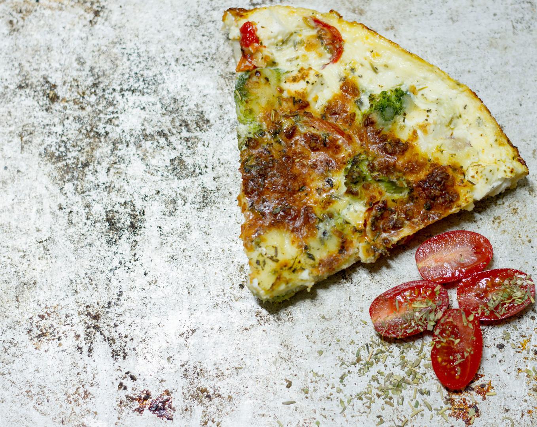 Suolaiset piirakat!  Tomaatti-parsakaali-feta 26€ Tonnikala-tilli 26€ Kinkku-sipuli 26€ Kana-aurajuusto-paprika-ananas 26€ Savuporo-leipäjuusto 28€ Savulohi 28€