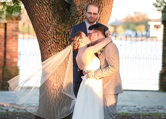 hemitage wedding, weddings in norfolk virginia, waterfront views, weddings on the water in norfolk virginia, norfolk weddings, wedding gown, wedding veil, first kiss, wedding officiant,