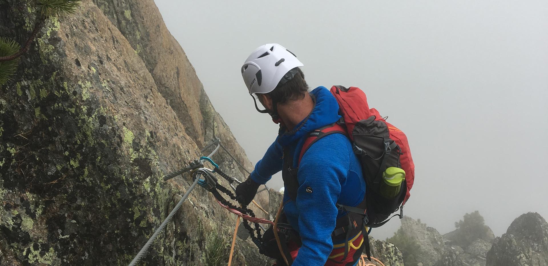 Fernau Klettersteig im Nebel.JPG