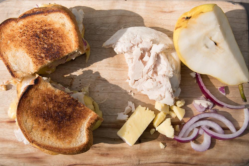 (Grilled turkey sandwich)
