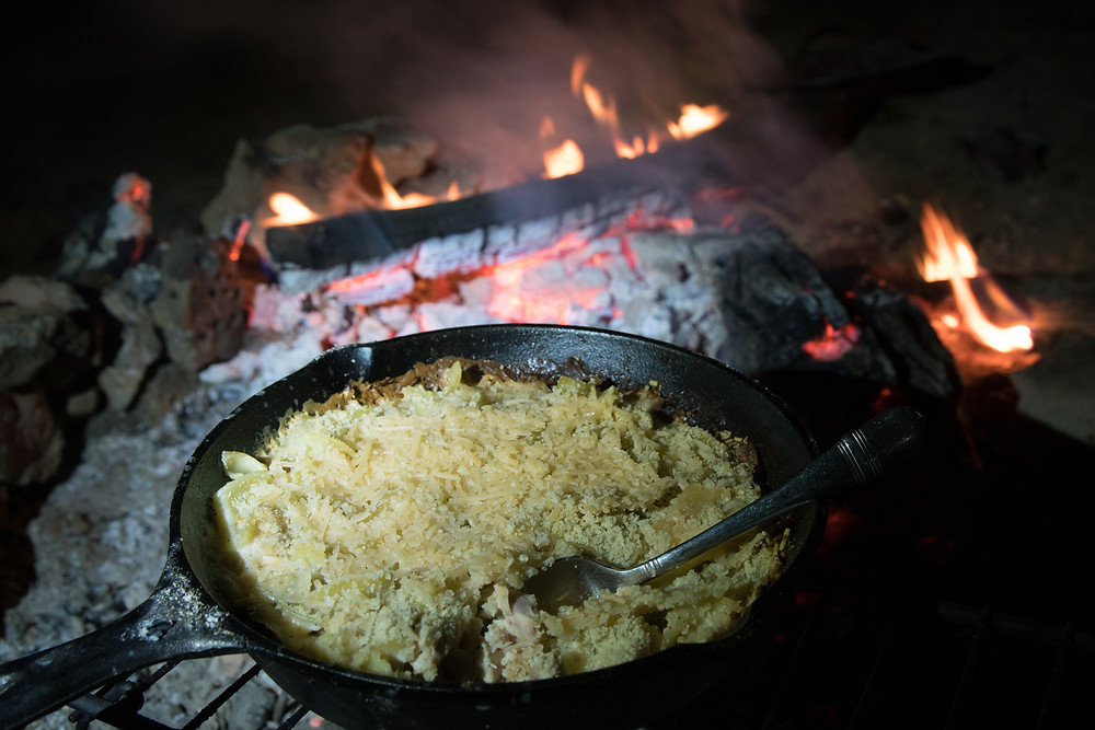 (Tuna noodle casserole by the campfire)