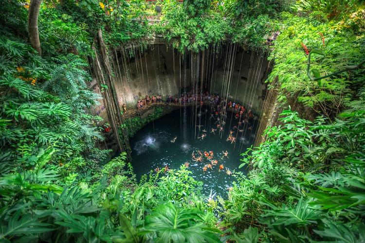 Cenote Ik Kil.jpg