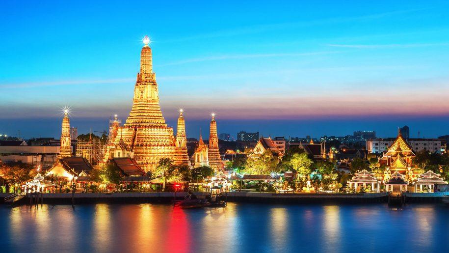 Thailand-Wat-Arun-Buddhist-temple-in-Ban