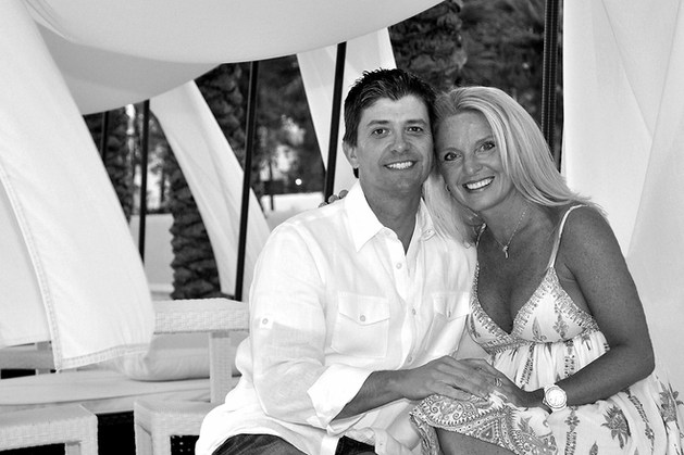 TIM AND MIRANDA SPARKS AT ALLYS BEACH ON 30A, SECREAST BEACH PHOTO PORTRAIT SHOOT
