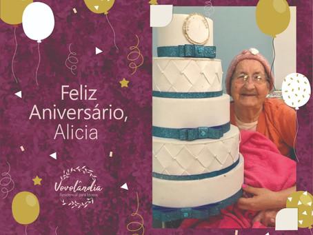 Feliz aniversário, Alicia (24/06)