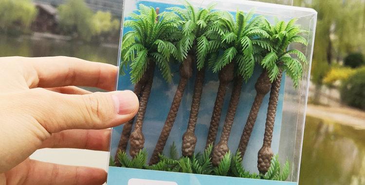 Multi-height model palm trees,railmodel,model railroader.