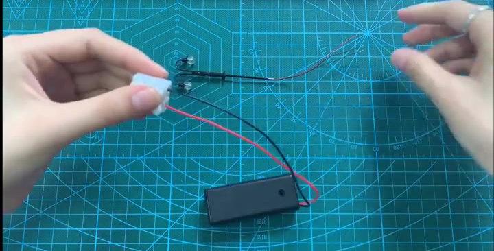 3 PCS HO Scale Classic Goose Neck Platform Lamp Posts, Double LT55075