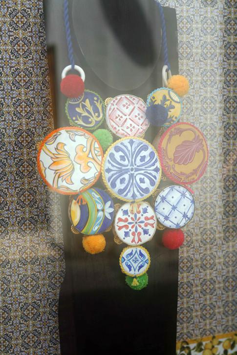 collana con tamburelli di ceramica caprese