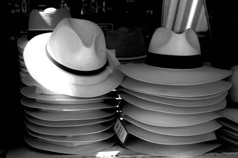 in caso di caldo rovente compriamo un cappello