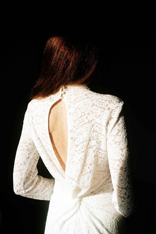 un pò da sposa l'abito in pizzo con goccia sul retro