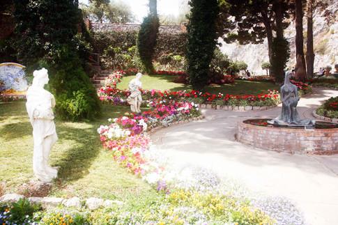 per i viali dei giardini di Augusto a Capri