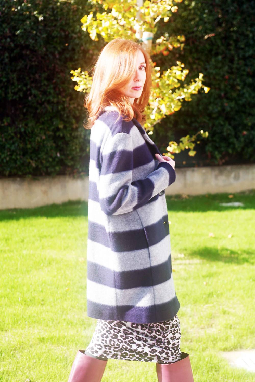 abbino il coat ad un abito animalier anni ottanta