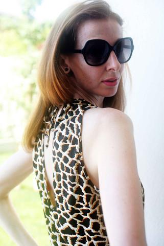 Indossate una tuta effetto giraffe