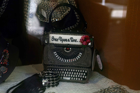 vintage bag in boutique a Positano