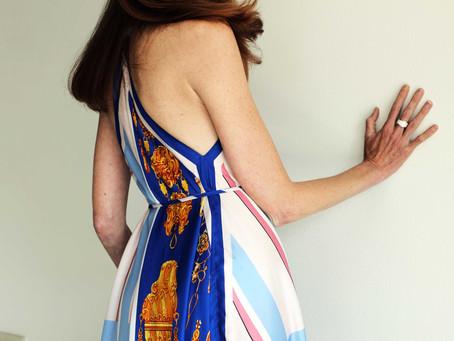 Abito foulard o bandana? Che la sfida di stile tra stampe abbia inizio!