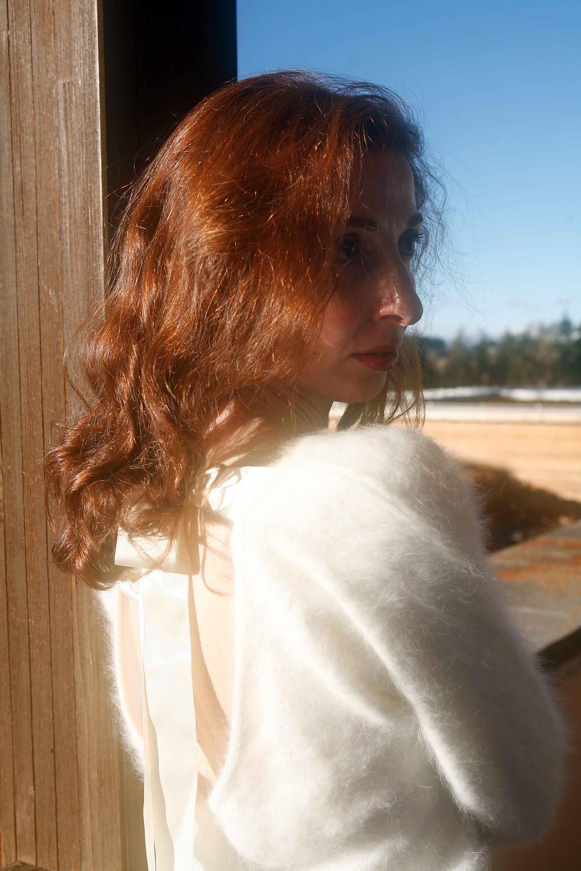 Pull bianco assoluto con fiocco in seta