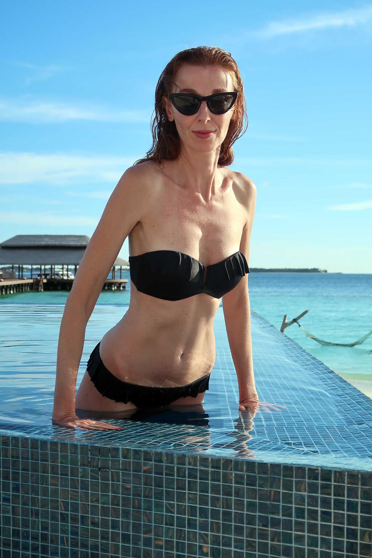 bikini a fascia nero con rouches