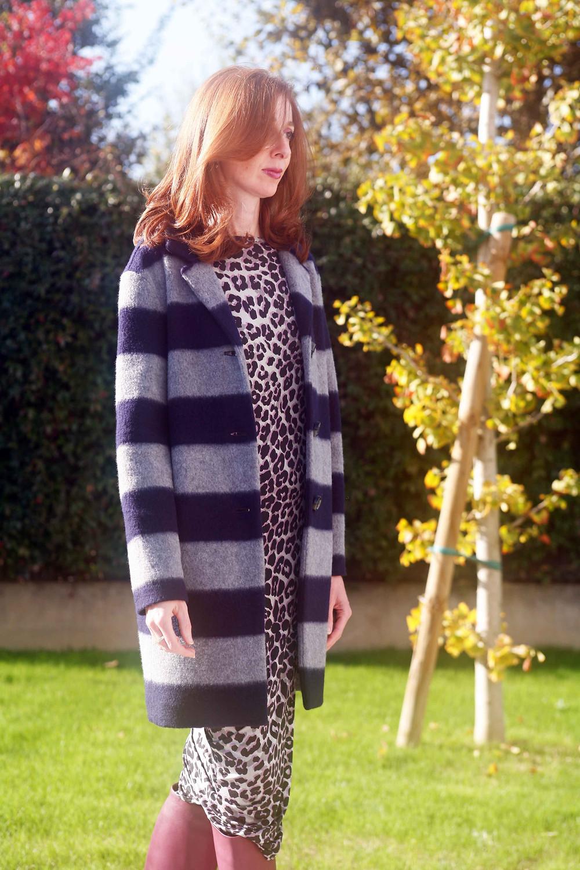l'abito leopard è versatile, lungo senza cintura