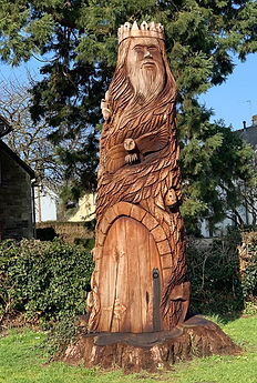 Tree carving at the Ridge, Yate, Chipping Sodbury in the sun