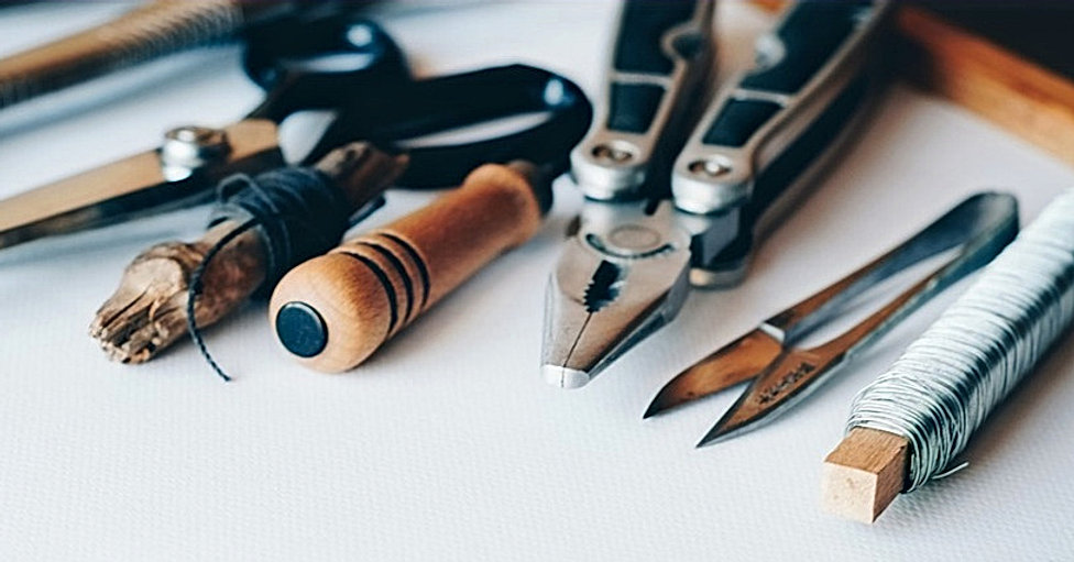 cocooninberlin Sliderbild – Werkzeuge zur Bearbeitung von Stoff