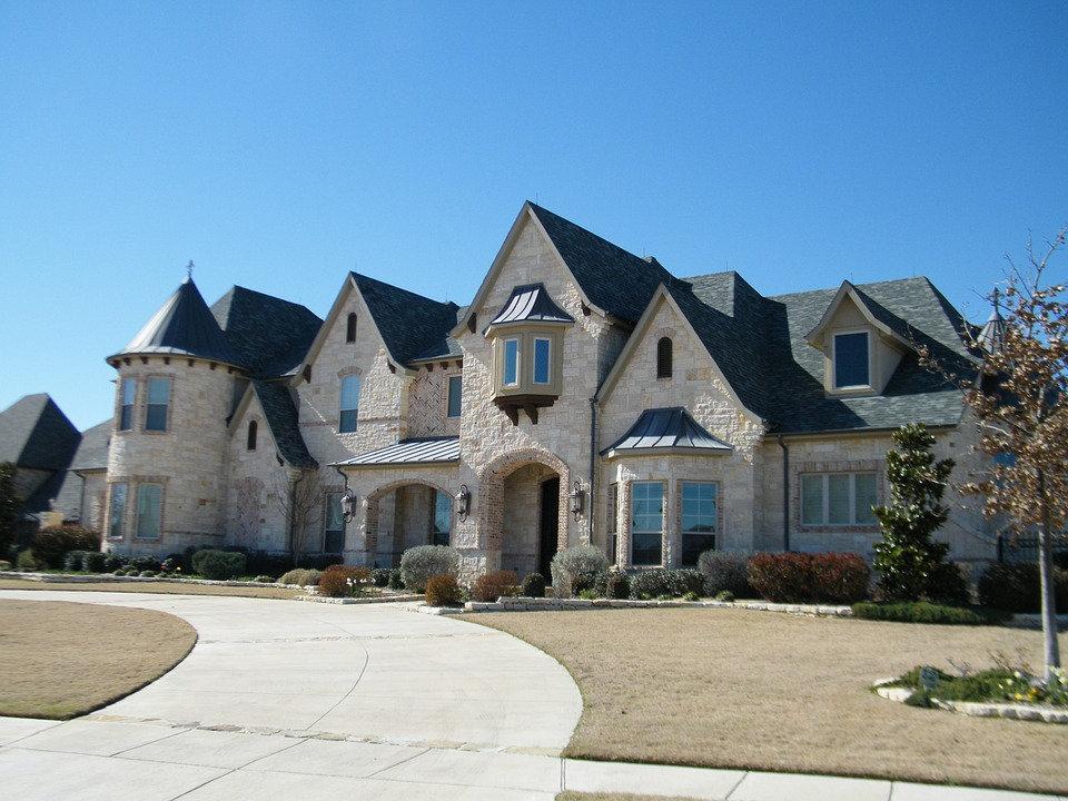 8,501 - 9,000 SF Home