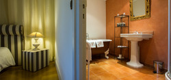 Des salles de bains spacieuses