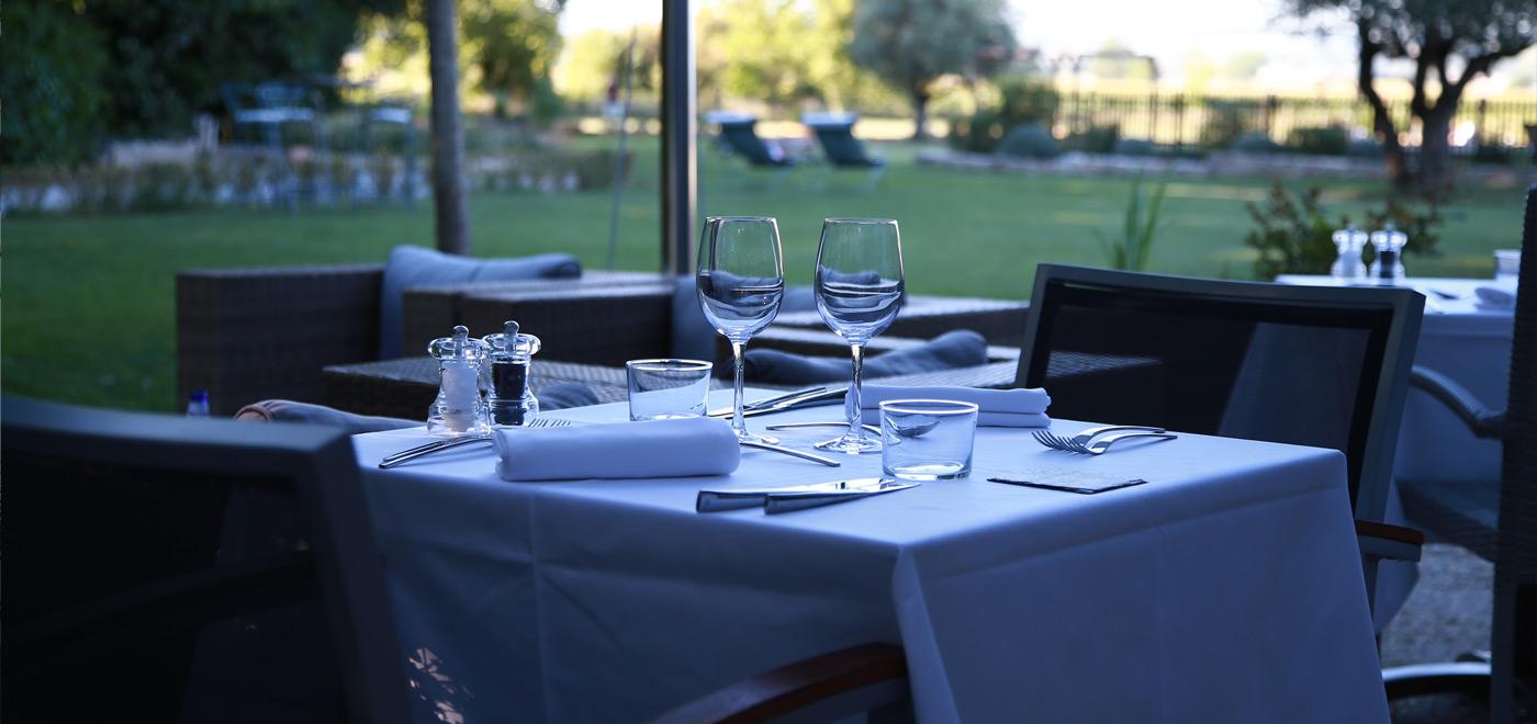 Terrasse hôtel restaurant revel