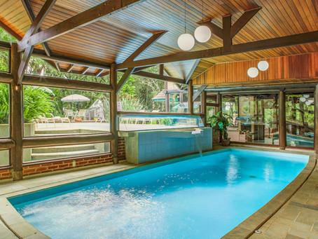 Procurando por uma piscina aquecida em Monte Verde? Venha saber mais!