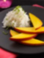 Mangue fraîche et riz gluant à la noix de coco selon la tradition de thaïlande et revisité par la chef Ja Euarchukiati