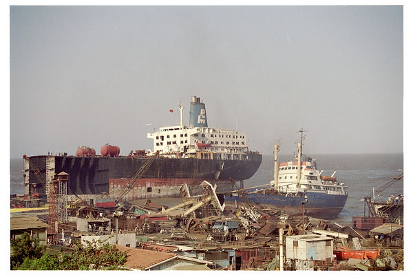 24-14-6Beached_ships_hightide01.JPG