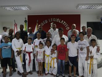 Atletas do Karatê recebem homenagem na Câmara Municipal