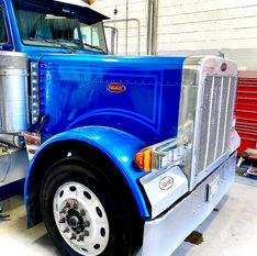 Custom Peterbilt Semi Truck Stripes