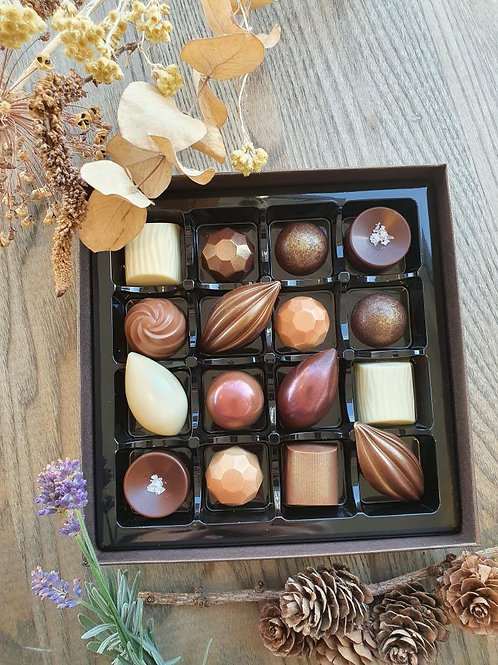 Handcrafted Chocolate Box (18 pieces)
