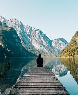 Méditation_devant_montagne.jpg