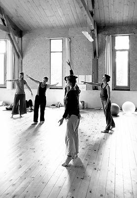 Body Mind Centering | Education somatique par le mouvement, le toucher, la respiration...