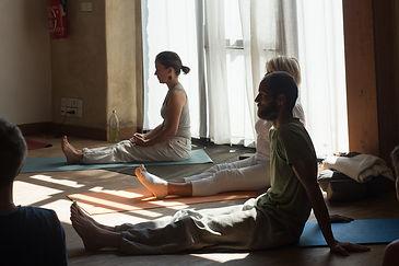 Yoga à Nants et Saint-Herblain, cours hedomadaires, yoga doux, yoga et méditation, relxation, explorer larespiration