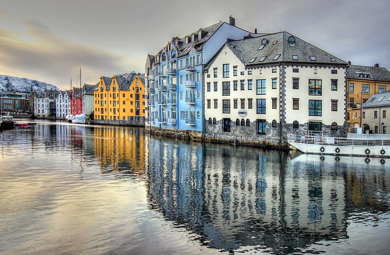 Comm_Pam Sherren_Norwegian Colours, Alesund