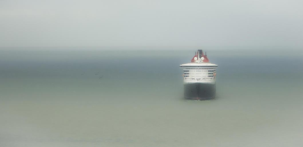 Graeme Blumire_Queen Mary 2 at Anchor