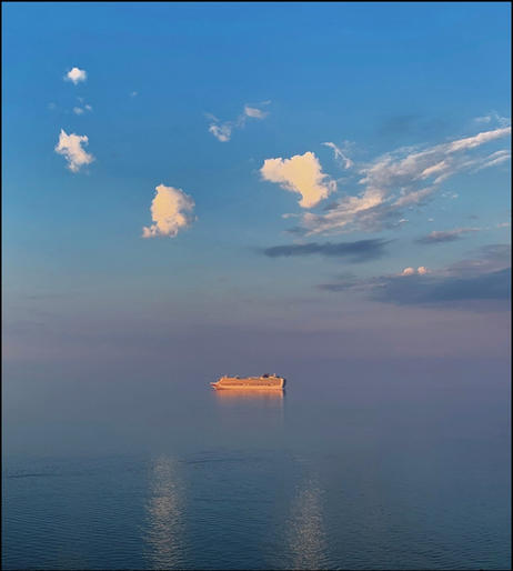 Mark Jeffery_Liner waiting in the bay