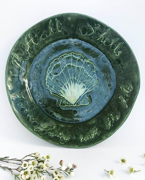 Botticelli Shells in Mossy Green Plate
